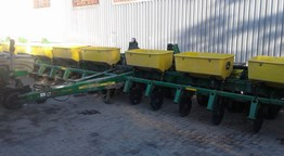 JD 1750 12 ROW PLANTER .76M