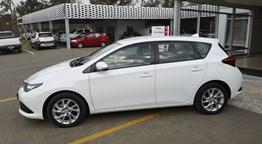TOYOTA LADYBRAND: 2015 Toyota Auris 1.6 Xi