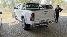 LADYBRAND TOYOTA: 2014 Toyota Hilux 3.0D-4D Legend 45 4x2 Auto D/C